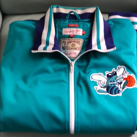 the best attitude d3b37 a3cf6 Charlotte Hornets Throwback Jacket